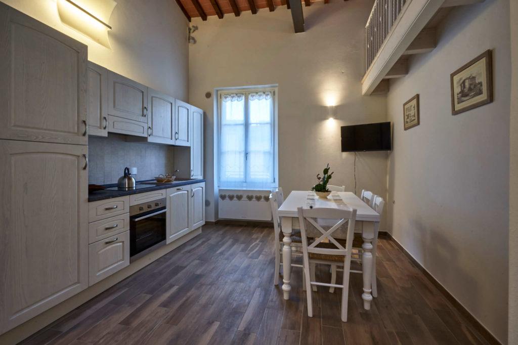 La cucina, appartamento in affitto con 4 posti letto, Poggio a Caiano a fianco Villa Medicea.
