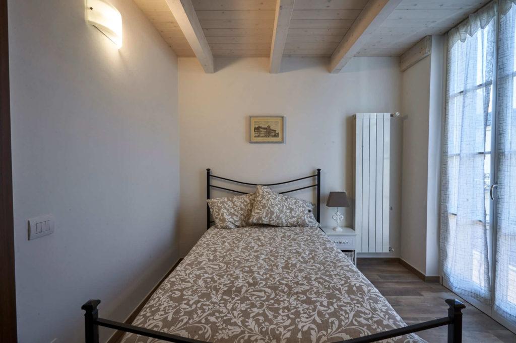Camera con letto una piazza e mezza, appartamento in affitto con 4 posti letto, Poggio a Caiano a fianco Villa Medicea.