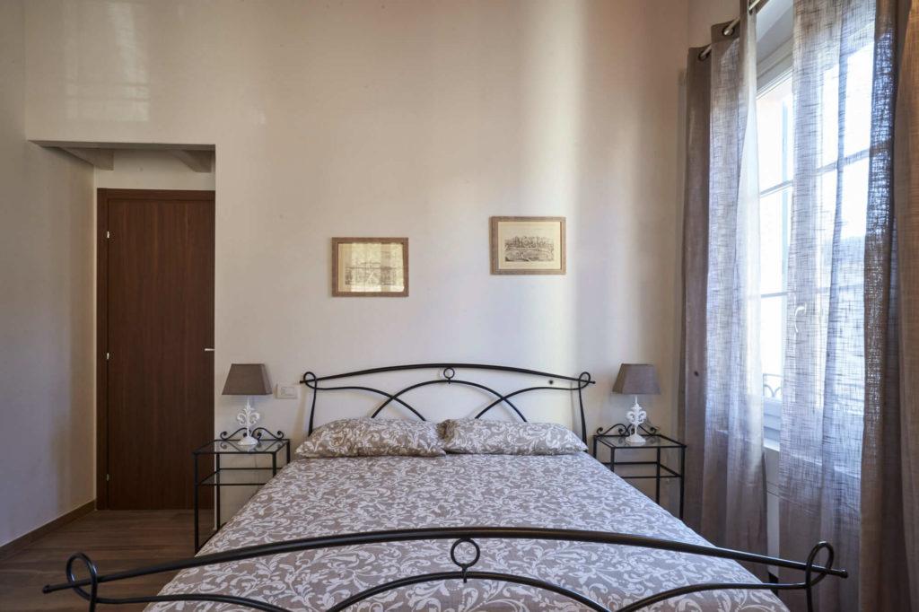 Camera matrimoniale, appartamento in affitto con 4 posti letto, Poggio a Caiano a fianco Villa Medicea.