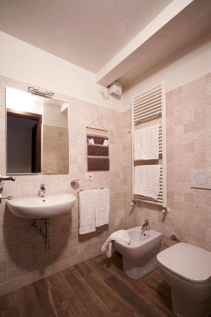 Il bagno, appartamento in affitto con 4 posti letto, Poggio a Caiano a fianco Villa Medicea.